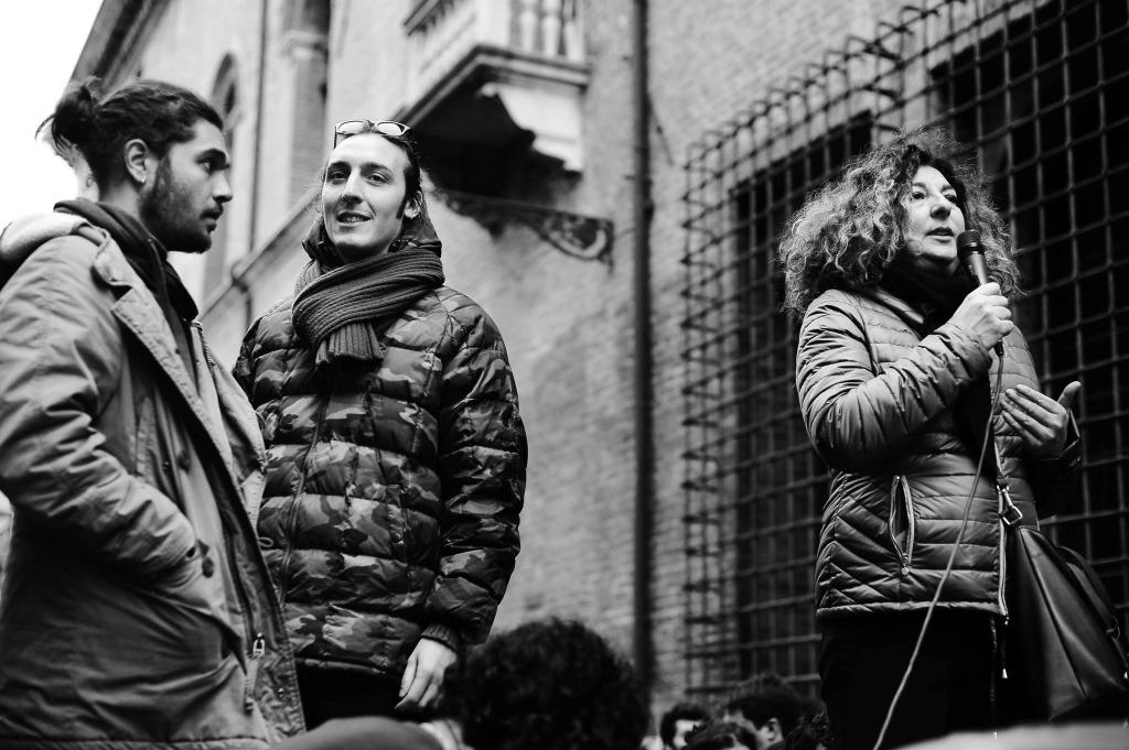 Manifestazione #ViaLaDivisa